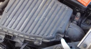 How To Repalce a Air Filter for a 2005 Dodge Neon (2000-2005)