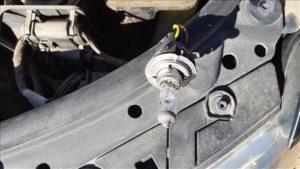 How To Install Headlight Bulbs in Volkswagen Passat B5.5 111