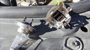 How To Install Headlight Bulbs in Volkswagen Passat B5.5 222