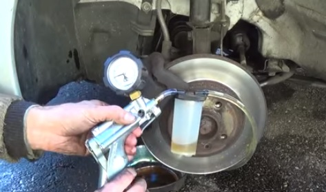 How To Bleed Brake Lines >> 3 Ways To Bleed Brake Lines By Yourself Backyardmechanic