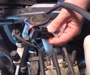 How To Replace a Headlight Bulb Pasneger Side 5