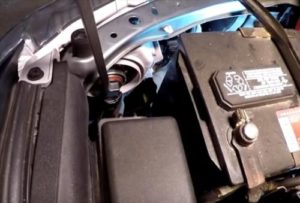 How To Replace a Headlight Bulb Toyota Camry 2007-2011 Pic 1