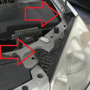 How To Replace The Headlight Bulb On 2005 2010 Pontiac G6 Pic 3