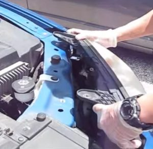 How To Replace the Headlight Bulb on 2005–2010 Pontiac G6 Pic 5