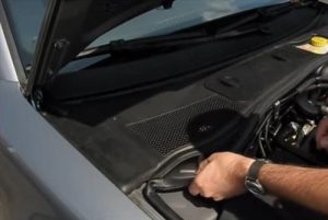 How To Replace the Air Conditioner Filter on a 2001-2005 Passat Step 1