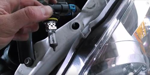 How to Replace headlight bulb 2003-2008 Toyota Corrolla step 8