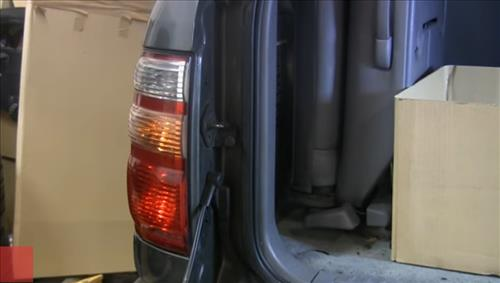 How to Install and Easy Change Tail Light Bulb pic 1