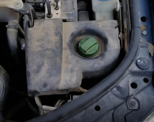How To Check and Add Power Steering Fluid Passat 1998 – 2005 Location 2