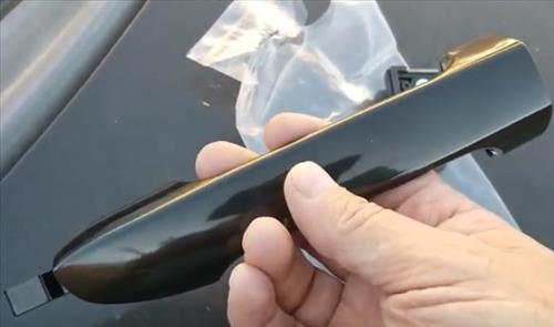 How To Replace a Door Handle on a 2005-2009 Kia Spectra New Handle
