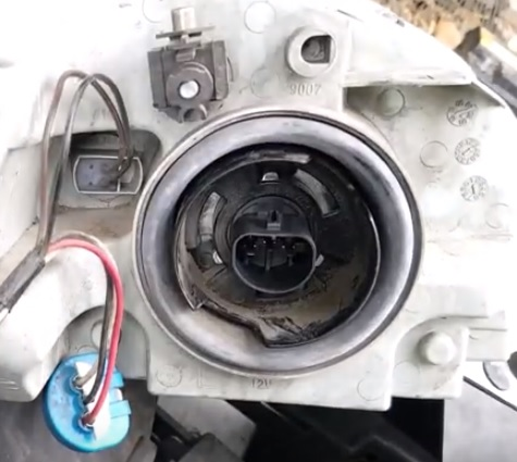 How to Replace Headlight Bulb 2005-2010 Chevy Cobalt Step 8