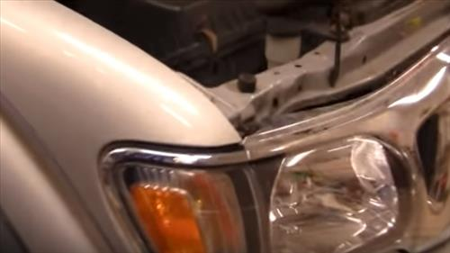 How to Replace Headlight Bulb on a 2001-2004 Toyota Tacoma Step 1