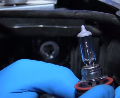 How to Replace Headlight Bulbs 2014-2019 Chevy Silverado Overview 2
