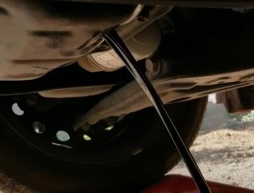 How To Change the Oil 2019 Toyota Corolla 1.8 L Step 3